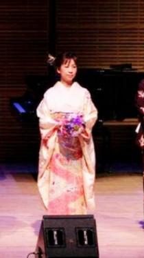 ニューヨーク カーネギーホール ザンケルホール 星野久美 フラワーデザイナー 舞台装飾デザイナー 着物 振袖 フラワーオブジェ