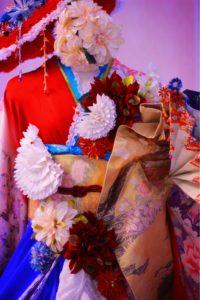 フランス大使館 花展示 フラワー装飾 鶴 つまみ細工 星野久美 振袖 着物