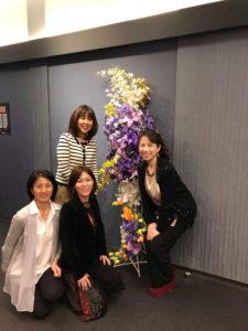 マウントレーニアホール渋谷会場装飾の生徒さまたちと