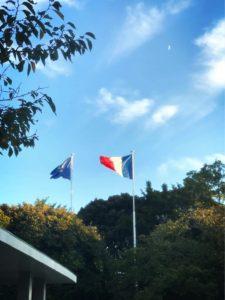 フランス大使館へ