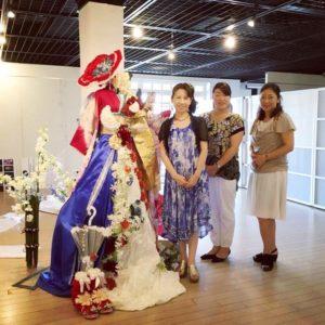 赤レンガ倉庫にて日仏交流記念フラワーオブジェ